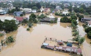 Une vue aérienne de l'est de Manille (Philippines) submergé par les eaux après le passage d'une tempête tropicale, dimanche 27 septembre 2009.