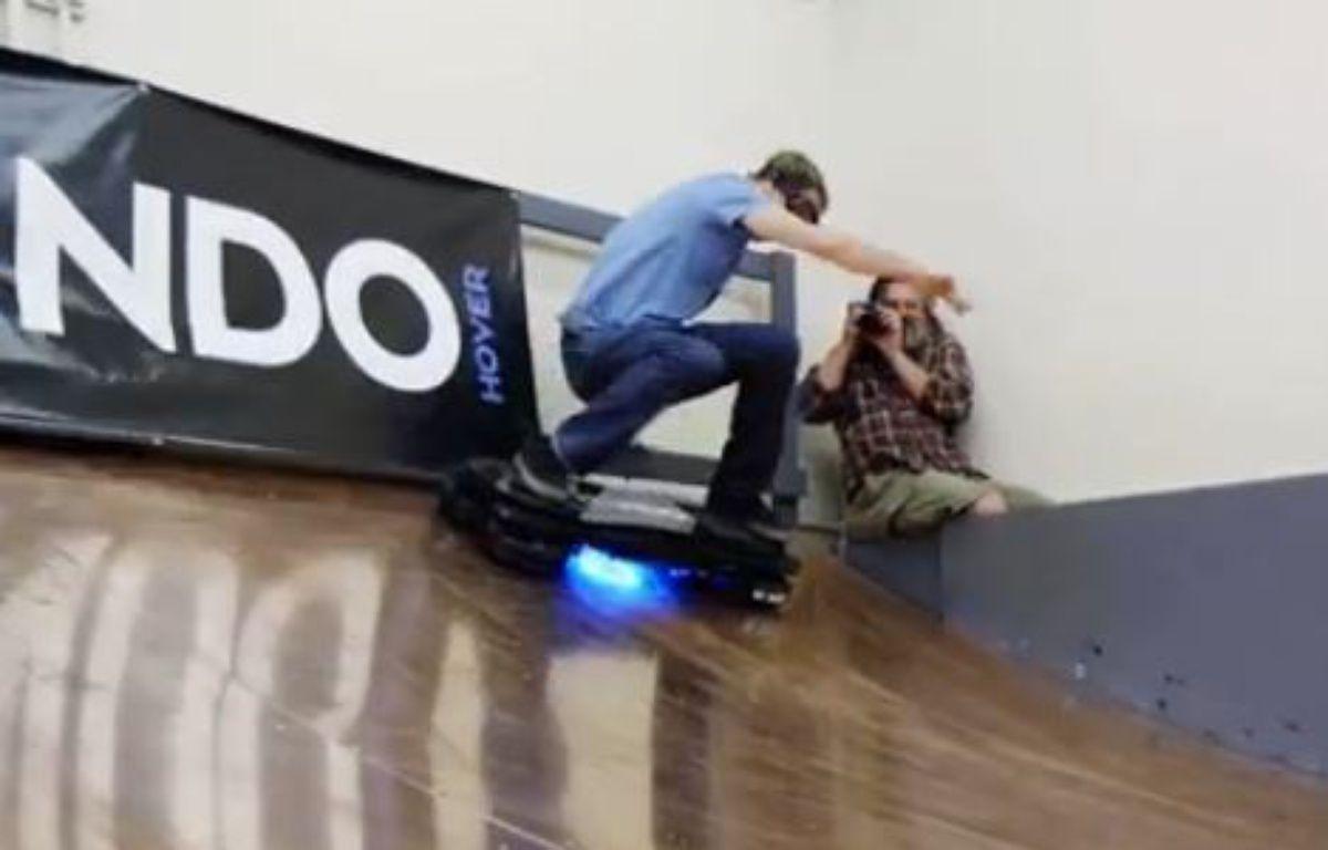 Capture d'écran de la vidéo du test de l'hoverboard par Tony Hawk. – RIDE CHANNEL