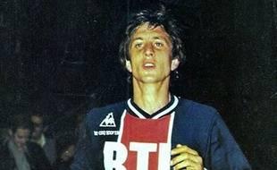 Cruyff avec le maillot du PSG, à l'été 75.