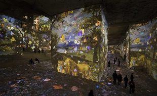 Dans les Carrières de lumières, aux Baux de Provence (13), les tableaux sont projetés et animés et le public se promène dans son décor.