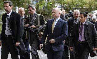 Le ministre britannique des Affaires étrangères William Hague (c) à Genève, le 23 novembre 2013