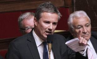 """Nicolas Dupont-Aignan, candidat de Debout-La-République (DLR) à la présidentielle, a fustigé dimanche la demande d'aide de la zone euro à la Chine, estimant que c'était de """"l'argent sale""""."""