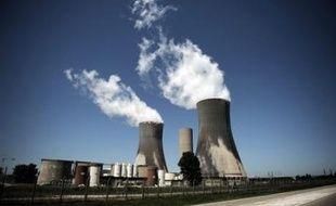 """Un quatrième incident en quinze jours a affecté la filière nucléaire française, avec la contamination à faible dose mercredi matin de cent employés de la centrale nucléaire EDF du Tricastin (Drôme), """"fait sans gravité"""" selon EDF mais qui """"inquiète"""" l'association Criirad."""