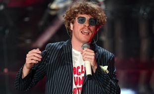 Le chanteur du groupe Lo Stato Sociale au festival de Sanremo, le 6 février 2018.