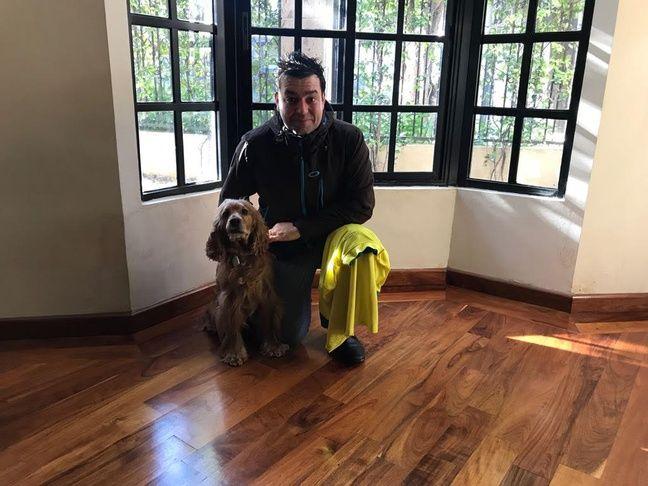 Guillaume et son chien à Monterrey.
