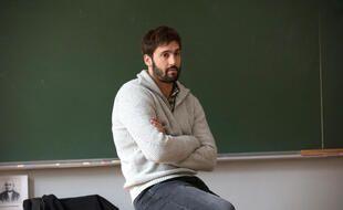 Guillaume Labbé campe un prof d'histoire-géo dans « L'école de la vie ».