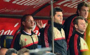 Philippe Mexès a disparu de l'équipe de l'AC Milan depuis trois matches, après deux sorties ratées, et semble avoir perdu la confiance de Massimiliano Allegri, son entraîneur, à moins de 50 jours de l'entrée en lice de l'équipe de France à l'Euro-2012.