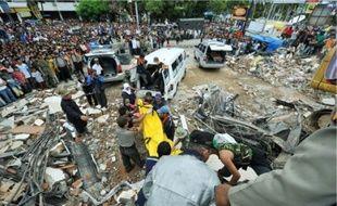 A Padang, où des milliers de personnes pourraient être ensevelies sous les décombres.