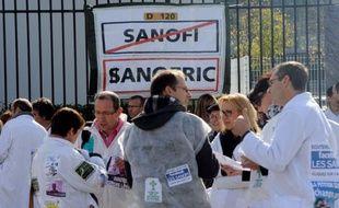 Le juge des référés d'Evry a rejeté vendredi la demande du comité central d'entreprise (CCE) de Sanofi, qui avait assigné la société pharmaceutique afin que ses projets de réorganisation et de suppressions d'emploi pour motif économique soient revus depuis le début.