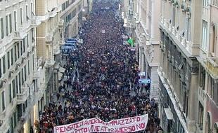 Une manifestation à Gênes le 20 janvier 2002 en mémoire du manifestant tué en marge du G8 six mois plus tôt.
