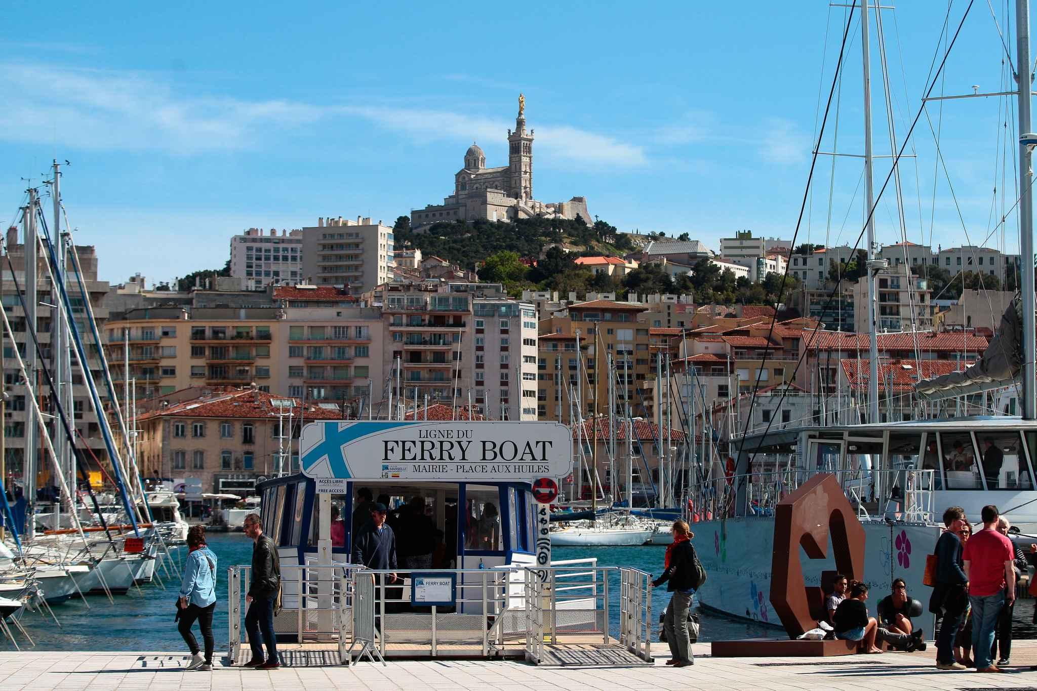 marseille le ferry boat naviguera du petit matin jusqu 224 la 233 e de la nuit dans le vieux port