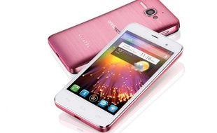 L'Alcatel One Touch Star sera disponible en version mono-SIM ou dual SIM.