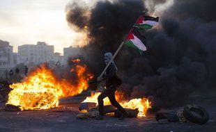 Un manifestant palestinien lors de heurts avec les troupes israéliennes, à Ramallah, le 9 décembre 2017.