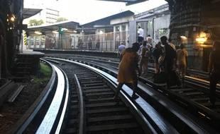 Une importante panne a paralysé la ligne 1 du métro parisien mardi soir.