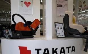 Des produits de l'équipementier Takata exposés dans une boutique de Tokyo, le 20 mai 2015