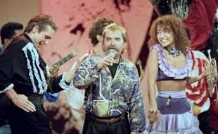 """Le chanteur français Pierre Vassiliu lors de l'émission """"Champs Elysées"""", le 25 novembre 1989"""