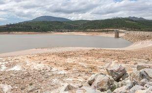Un barrage presque à sec en Afrique du Sud, photographié en 2018.