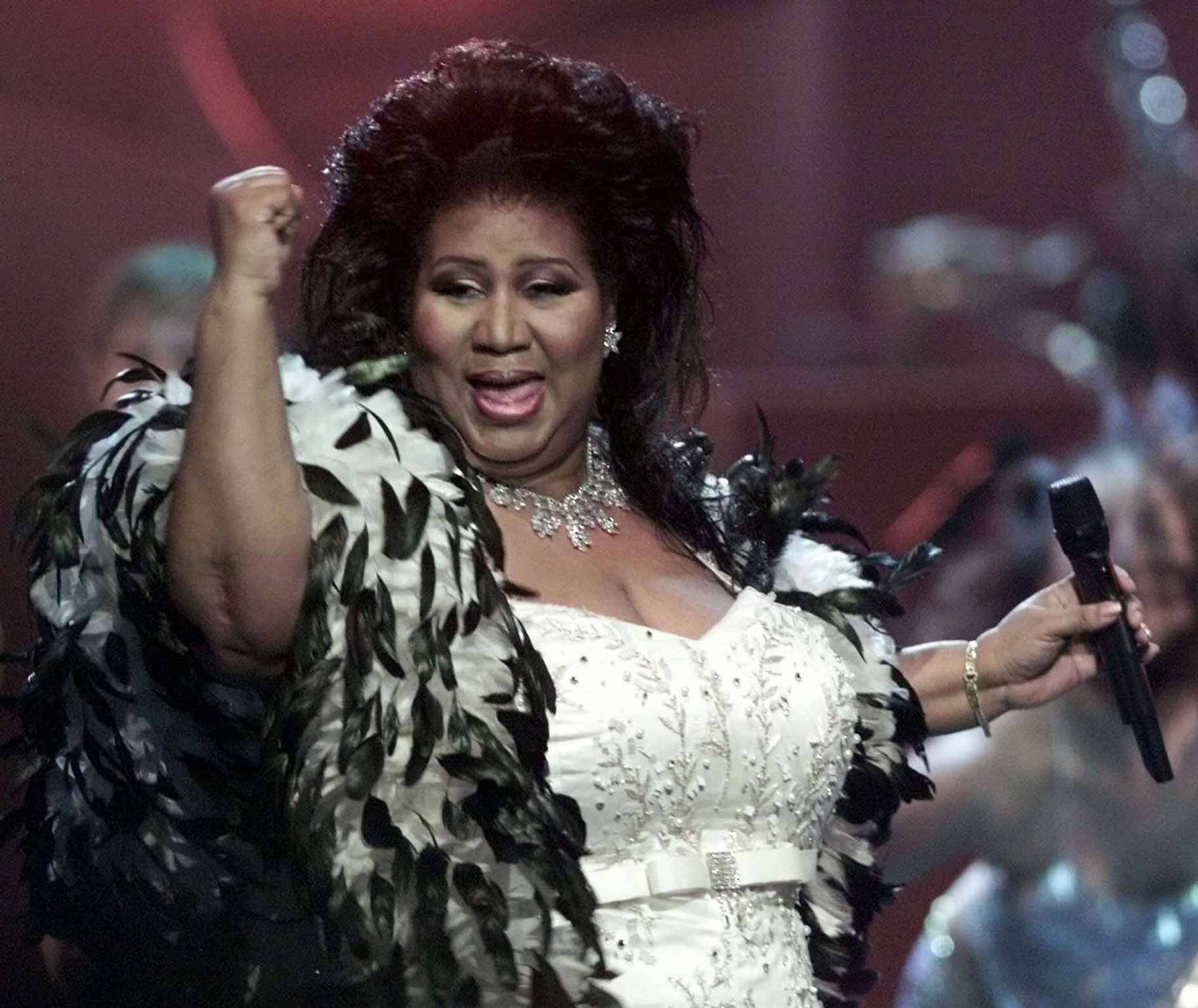 "** FILE **  Aretha Franklin the ""Queen of Soul,"" performs during the ""VH1 Divas 2001: The One and Only Aretha Franklin"" tribute in this April 10, 2001 file photo in New York. Franklin has yet to respond to a notice that her $1.6-million mansion, destroyed by a fire, violates the community's building code and must be repaired or demolished. The Jan. 22, 2003 deadline to remove debris left from the Oct. 25, 2002 blaze that destroyed most of her 10,000-square-foot mansion in Bloomfield Township, Mich. passed this week.  (AP Photo/Suzanne Plunkett, File)/PEOPLE FRANKLIN/AN APRIL 10,2001 FILE PHOTO/0301241939"