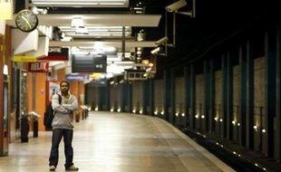 RATP: Trois syndicats sur huit (dont le 1er, la CGT, ainsi que la CFDT et FO, représentant au total près de 57% des voix aux dernières élections) ont déposé des préavis. Le trafic sera normal ou quasi-normal sur le réseau RER-métro-tramway-bus, sauf sur la ligne B du RER où un train sur deux circulera. L'interconnexion entre la RATP et la SNCF en gare du Nord sera suspendue.