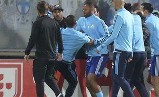 Patrice Evra sur le point de mettre un «high kick» à un supporter marseillais, le 2 novembre 2017.