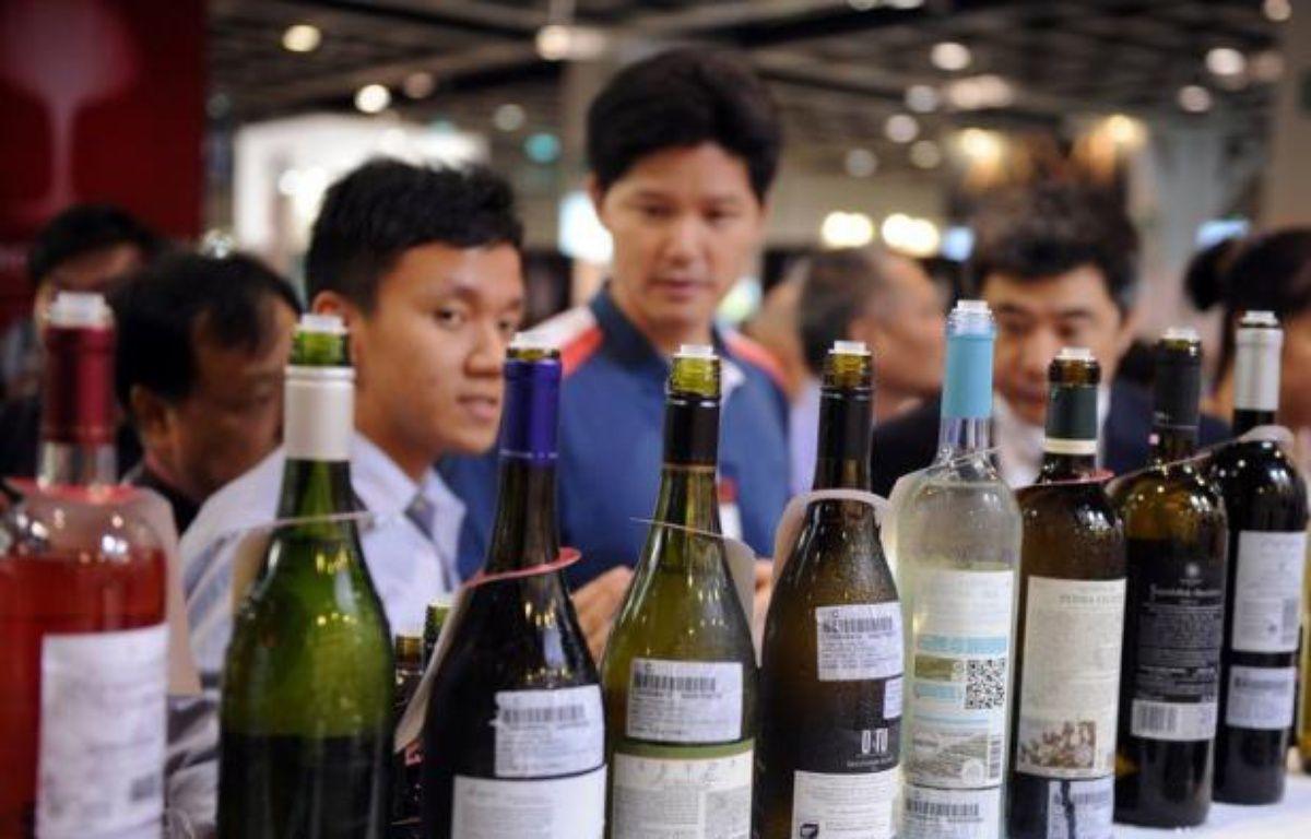 La prédominance des vins de Bordeaux sur le marché chinois ne faiblit pas, laissant encore augurer d'importantes parts de marché, après la clôture de la 5e édition de Vinexpo Asie-Pacifique, salon du vin et spiritueux qui a regroupé à Hong Kong plus d'un millier d'exposants, pour moitié français. – Laurent Fievet afp.com