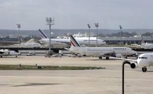 """""""Air France tient à renouveler ses excuses auprès de ses clients pour les désagréments que le mouvement social lancé par plusieurs syndicats d?hôtesses et de stewards a pu leur causer"""", a déclaré la direction dans un communiqué."""