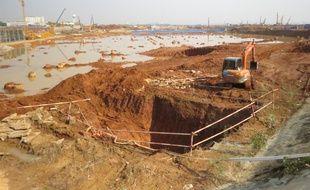 Le futur hub de l'aéroport de Wuhan sera opérationnelle fin 2016 sur ce site qui avait des allures de piscine après les pluies des derniers jours, jeudi 4 décembre.