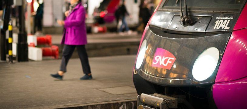 Un train Transilien au départ de la gare Saint-Lazare (image d'illustration).