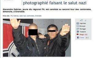 Capture d'écran le 25 mars 2011 du site Nouvelobs.com révèlant une photo de l'élu régional frontiste Alexandre Gabriac, faisant le salut nazi devant un drapeau frappé de la croix gammée.