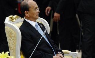 La Birmanie a signé une série d'accords d'exploration de pétrole et de gaz avec des groupes étrangers, a indiqué mercredi un journal gouvernemental, alors que le pays tente de s'ouvrir sur l'extérieur et de réformer son appareil productif.
