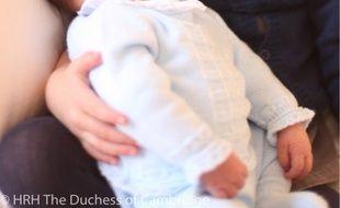 Le prince Louis a neuf jours, le jour des trois ans de sa grande sœur, la princesse Charlotte.