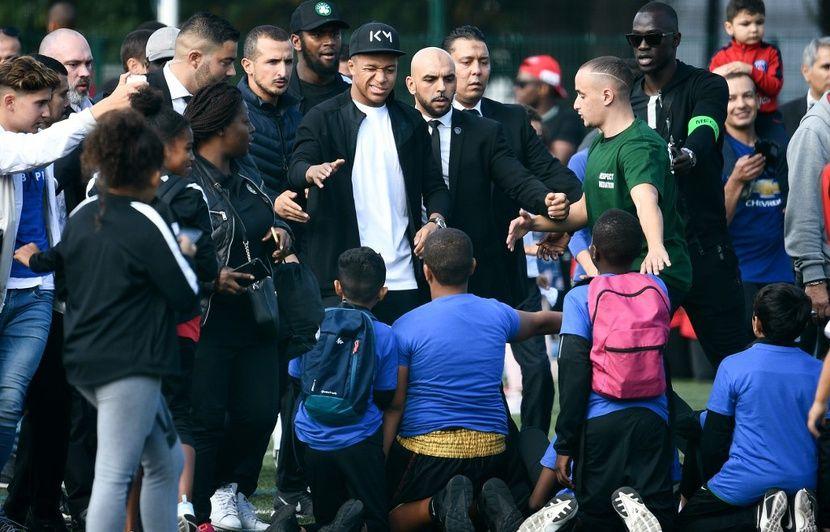 PSG : « Ils vont fermer le Carrefour... Juste pour un gruyère ! », Mbappé raconte sa vie de célébrité