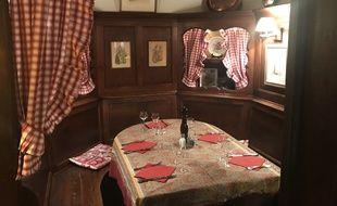 Une table du restaurant « Chez Yvonne », à Strasbourg.