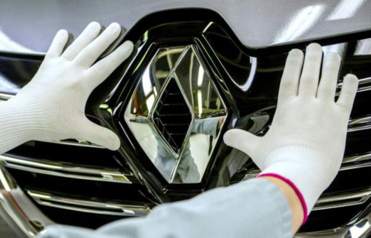 Le logo de Renault sur un Espace, le 26 novembre 2014 à l'usine de Douai dans le nord de la France – PHILIPPE HUGUEN AFP