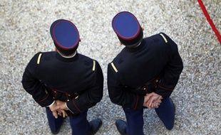 Une enquête de gendarmerie a été ouverte à Château-Gontier (Mayenne) après la découverte la semaine dernière de profanations et de pillages de sépultures appartenant à des membres de la communauté des gens du voyage,