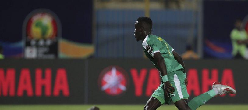 Idrissa Gueye fête un but avec le Sénégal