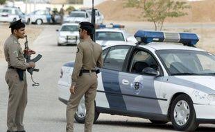 Deux personnes, dont un policier, ont été tuées lors d'une attaque contre une patrouille de police dans la nuit de vendredi à samedi dans l'est de l'Arabie saoudite, où se concentre l'essentiel des deux millions de chiites saoudiens, a rapporté samedi l'agence officielle SPA.