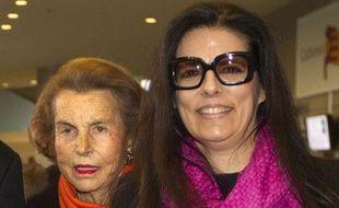 Liliane Bettencourt et sa fille, Françoise Bettencourt-Meyers, le 3 mars 2011, à Paris.