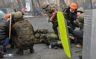 Des manifestants pro-européens près de la place Maidan, à Kiev, le 20 février 2014