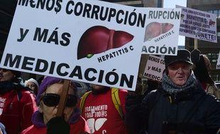 Manifestaion en avril, à Madrid (Espagne), contre le prix très élevé des traitements vendus par le laboratoire Gilead.