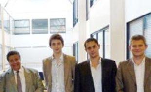 Yazid Sabeg et les membres d'Acces.