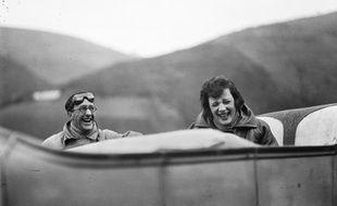 «Ubu et Bibi sur la route» de Jacques Henri Lartigue, avril 1925.
