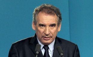 Le président du MoDem, François Bayrou, a voté dès l'ouverture du bureau dimanche à Pau, indiquant qu'il ferait une déclaration dans la soirée.