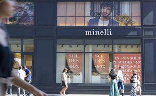 9c9157f1fc Un magasin Minelli, à Paris, le premier jour des soldes, le 27 juin
