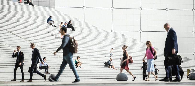 Image d'illustration de cadres à La Défense (Hauts-de-Seine).