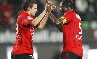 Les joueurs rennais Romain Danzé (à g.) et Kader Mangane lors de Rennes - Toulouse, le 3 octobre 2010.