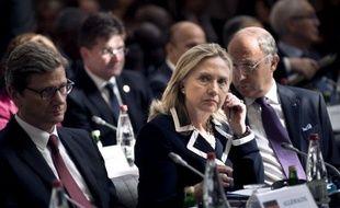 """""""Il est tout à fait nécessaire de saisir à nouveau le Conseil de sécurité et d'exiger une mise place du plan de Genève auquel Russie et Chine ont souscrit"""", a déclaré la secrétaire d'Etat américaine Hillary Clinton."""