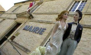 Le gouvernement va faire jeudi des propositions pour valoriser le mariage civil et mieux préparer les couples à cette union, espérant au passage limiter le nombre des divorces, un projet qui divise les spécialistes de la famille.