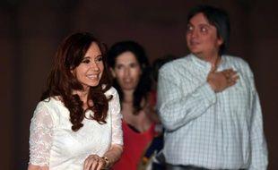 L'ex-présidente argentine Cristina Kirchner (2007-2015) et son fils, le député Maximo Kirchner, à Buenos Aires le  décembre 2015