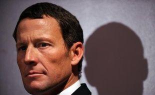 Lance Armstrong, suspendu à vie pour dopage, envisage de participer ce week-end à des courses de natation, au grand dam de la Fédération internationale.